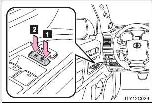 Toyota Land Cruiser: Side doors - Opening, closing and locking the